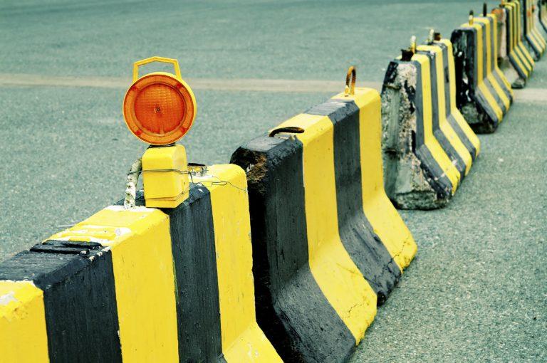 Roadblock barrier