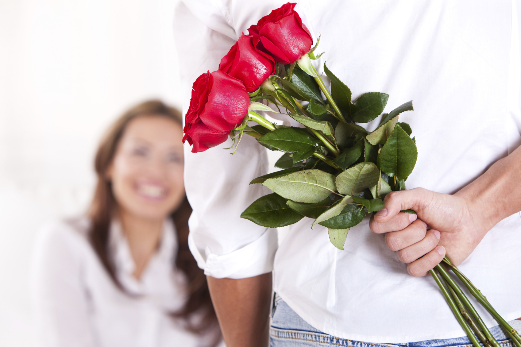 dating giving flowers On your first date do you want flowers if yes why if no why also, what do you think about your date if he does give you flowers it depends if you've known each other as friends for a long time and are just taking asked under dating.