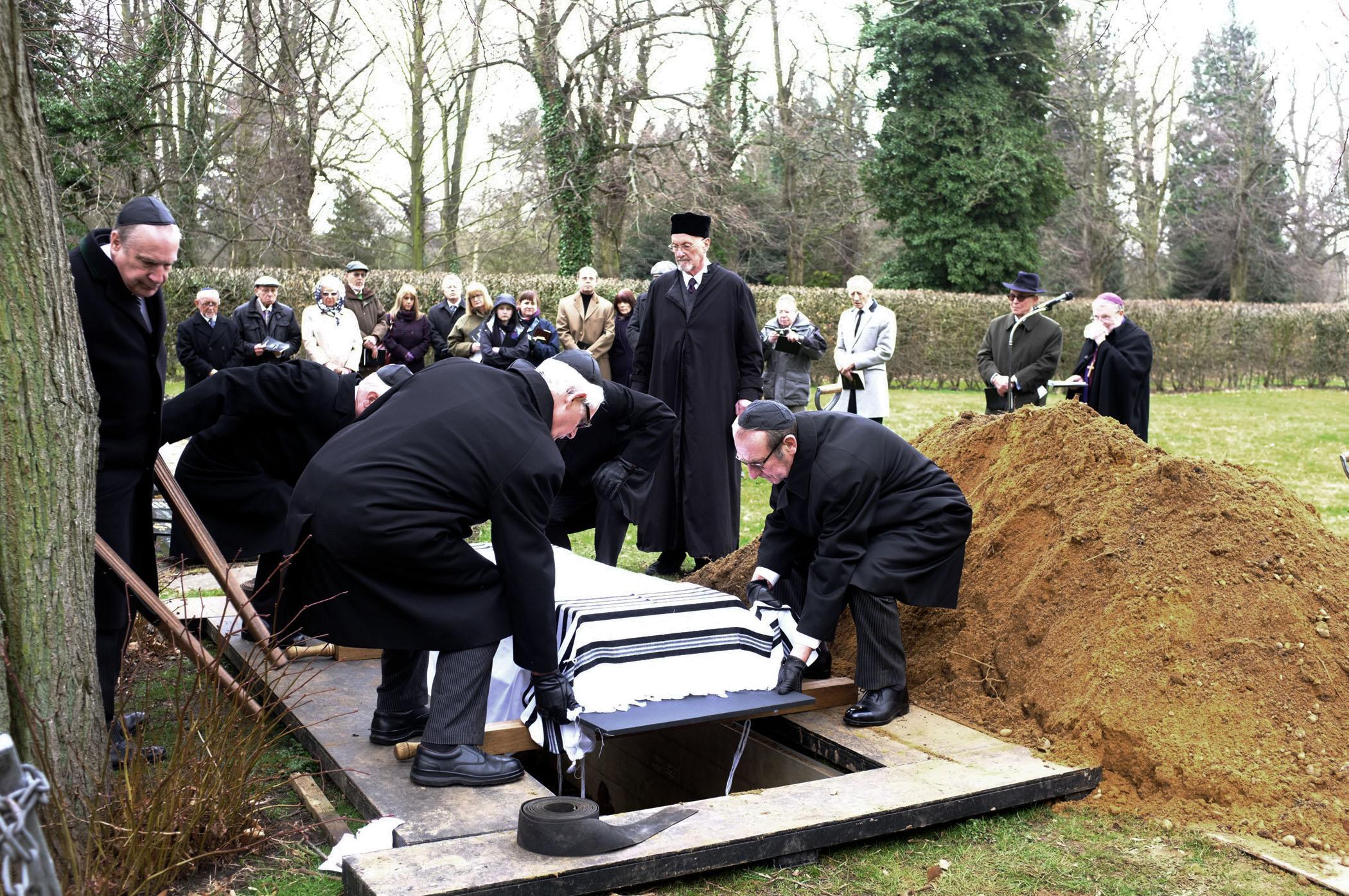 Secrets of the norwich blood libel ou life norwich libel burial funeral izmirmasajfo