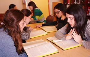 Queens College JLIC students learning practical halacha b'chevruta.  Photo credit: Shoshana Charnoff