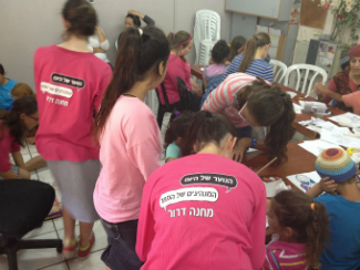 Girls from Camp Dror spent the morning with girls from Sderot in Moshav Keshet.